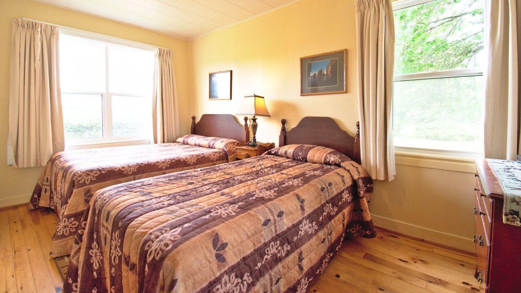 #1 Duplex Cottage - Bedroom