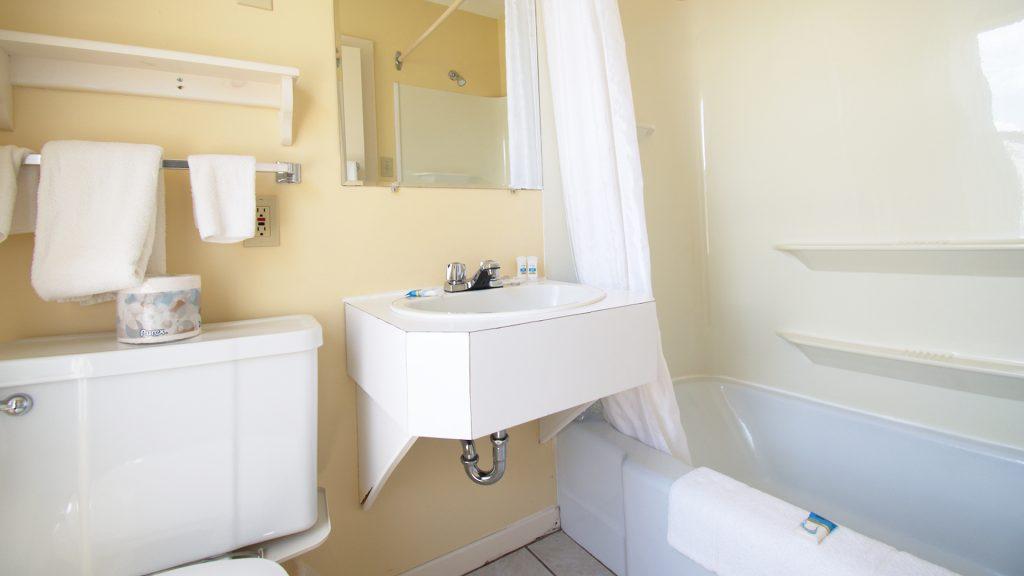 #12 Triplex Cottage - Bathroom