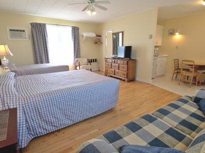 #12 Triplex Cottage - Open Concept Living Area