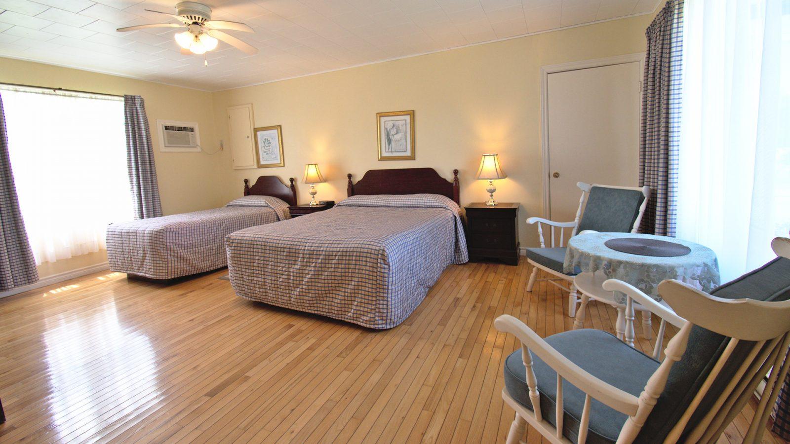 #11 Triplex Cottage - Open Concept Living Area