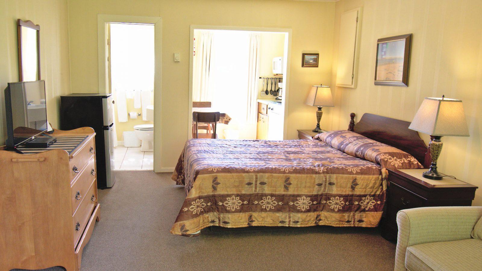 #4 Duplex Cottage - Living Area
