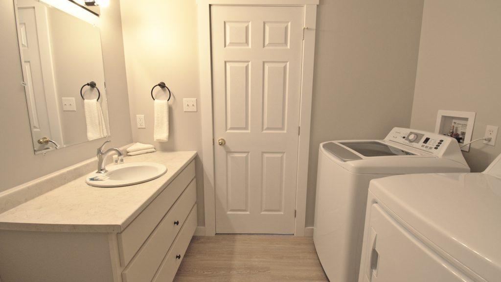 Stand-Alone Cottages - Bathroom | Laundry