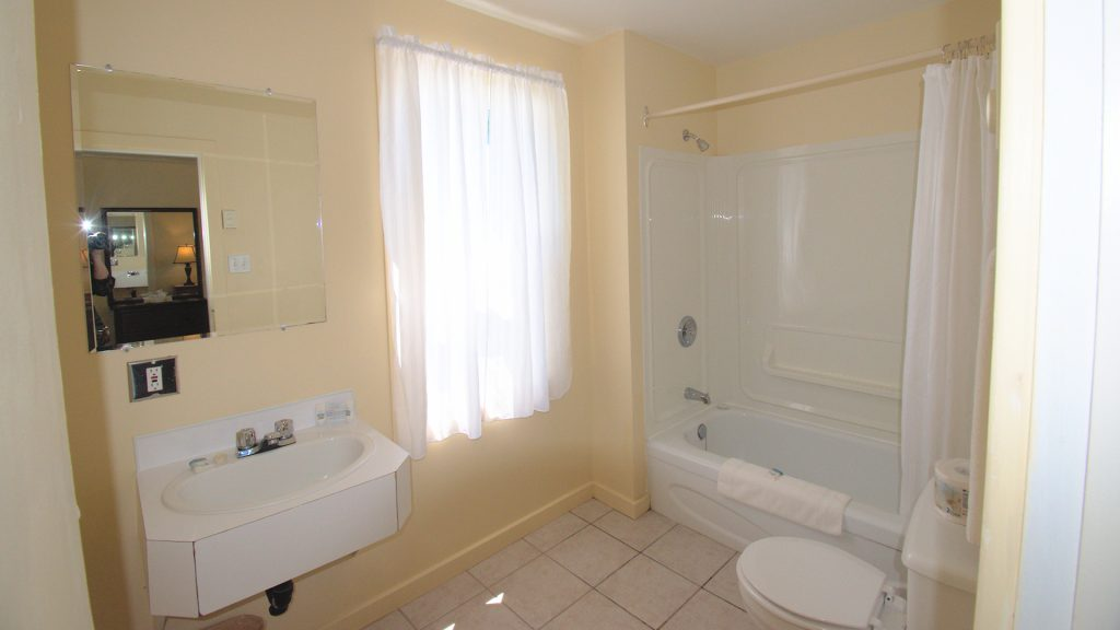 #3 Stand-Alone Cottage - Bathroom