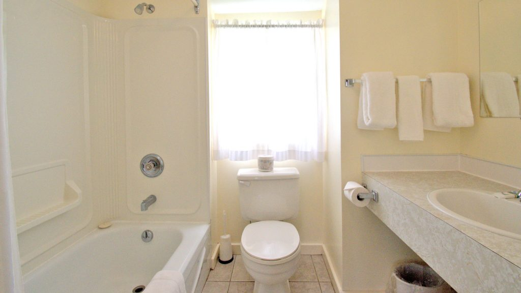 #16 Stand-Alone Cottage - Bathroom