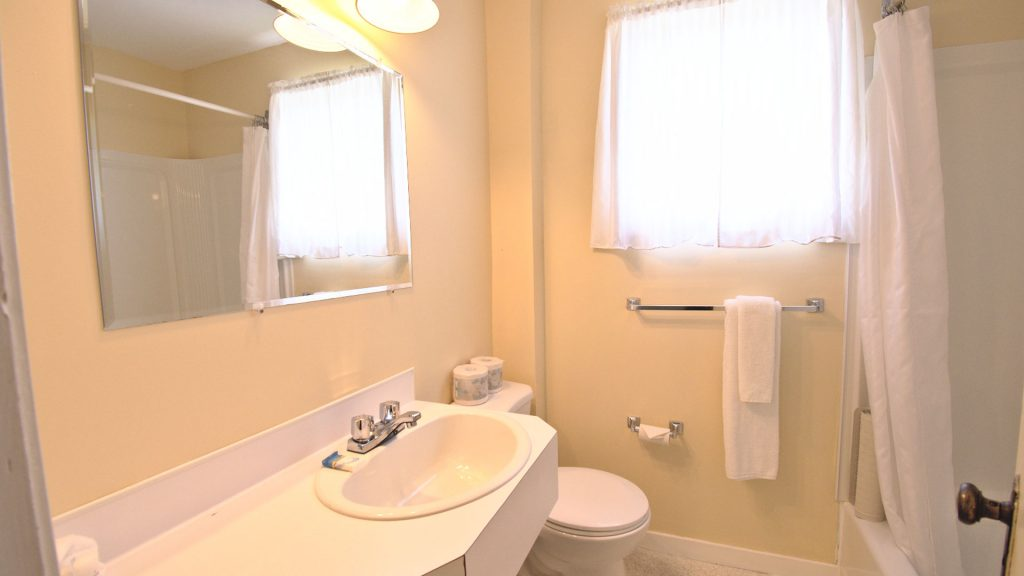 #5 Duplex Cottage - Bathroom