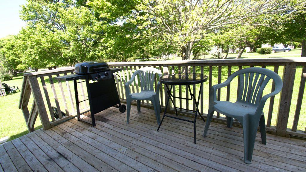 #6 Duplex Cottage - Patio Deck
