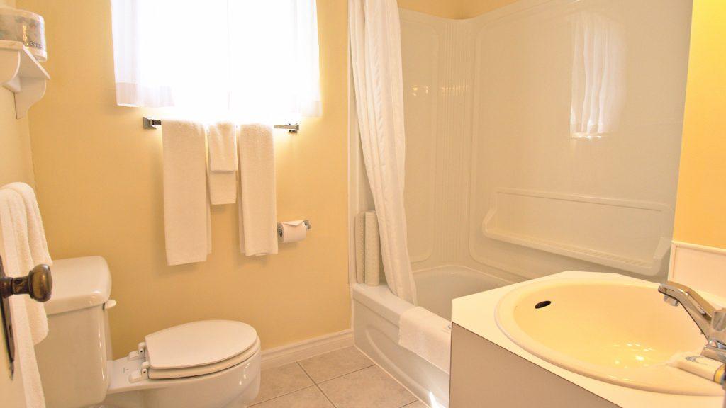 #6 Duplex Cottage - Bathroom