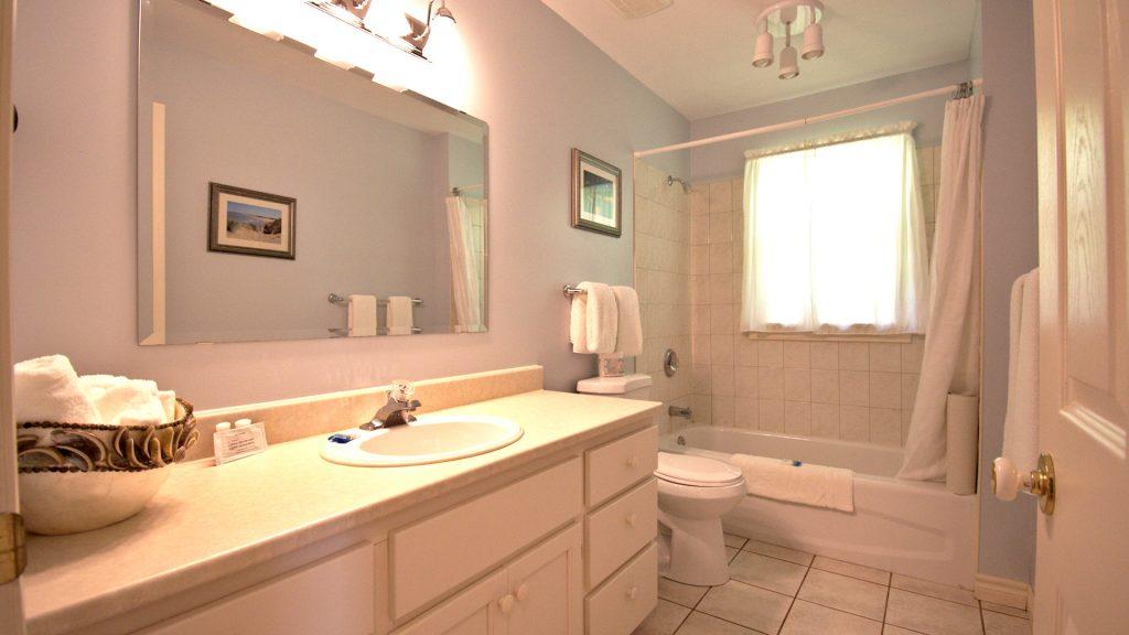 #35 2 Bedroom Executive Cottage - Bathroom