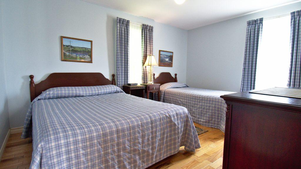#35 2 Bedroom Executive Cottage - Bedroom