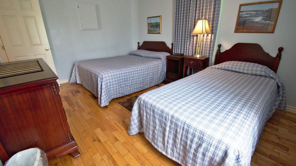 #35 2 Bedroom Executive Cottage - 2 Queen Beds
