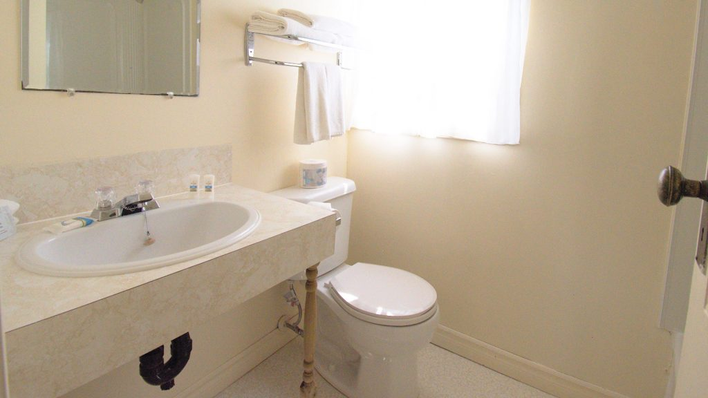 #33 Motel Unit - Bathroom