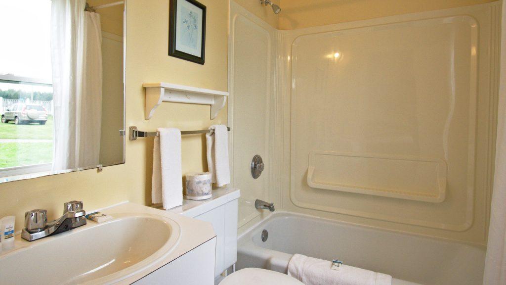 #10 Triplex Cottage - Bathroom