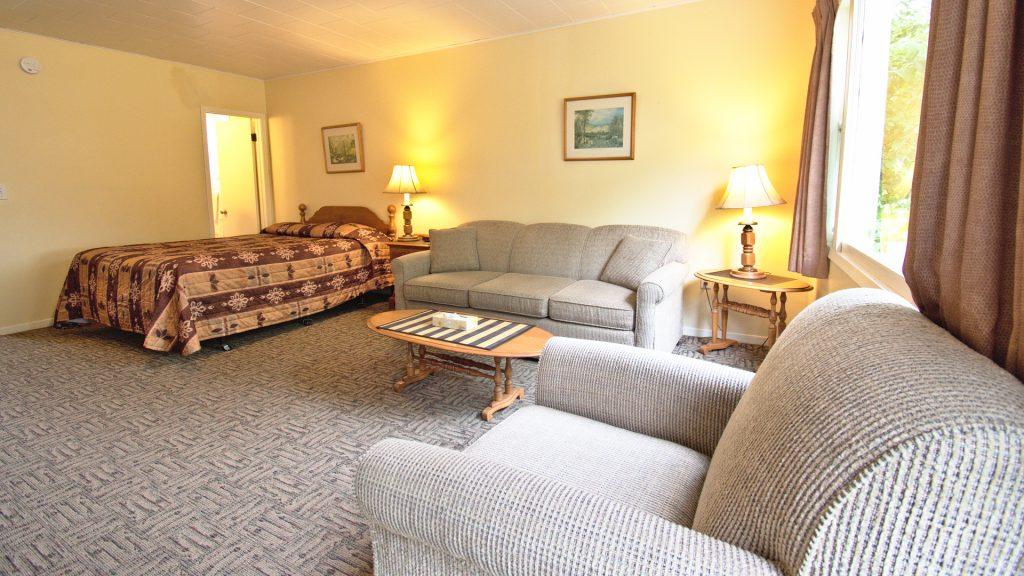 #20 Duplex Cottage - Open Concept Living Space