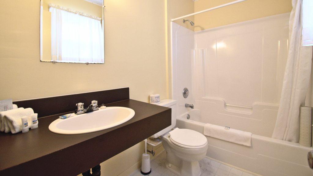 #20 Duplex Cottage - Bathroom