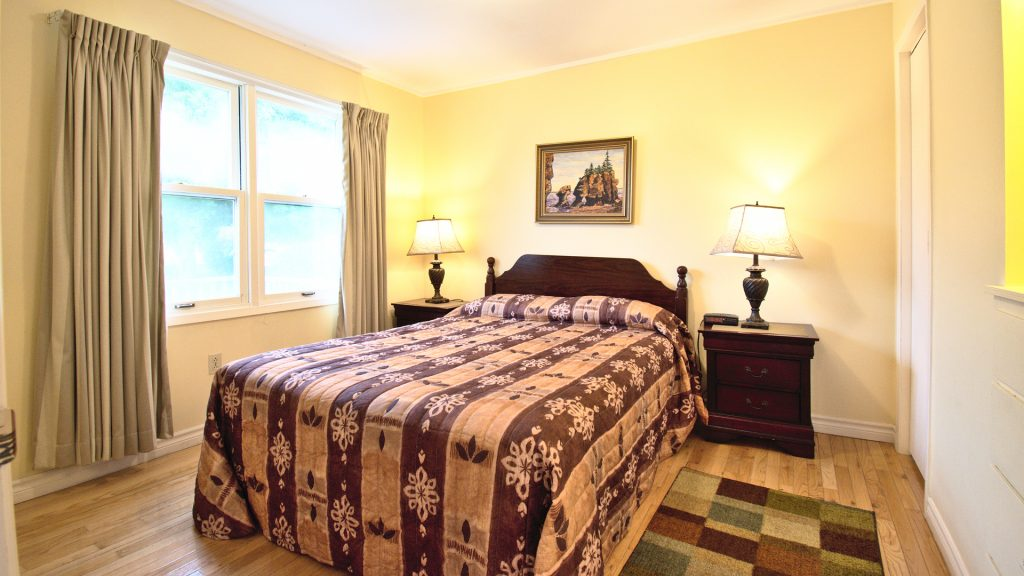 #27 Stand-Alone Cottage - Bedroom