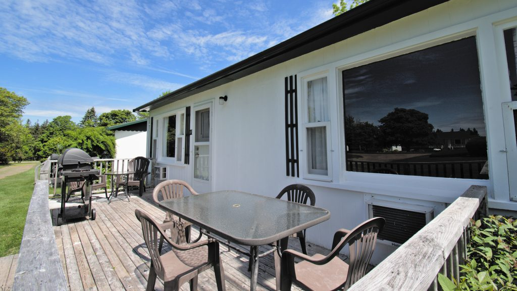 #18 Stand-Alone Cottage - Deck