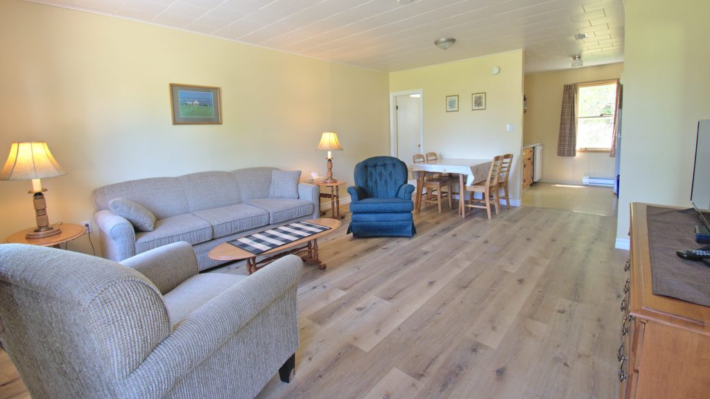 #18 Stand-Alone Cottage - Living Area