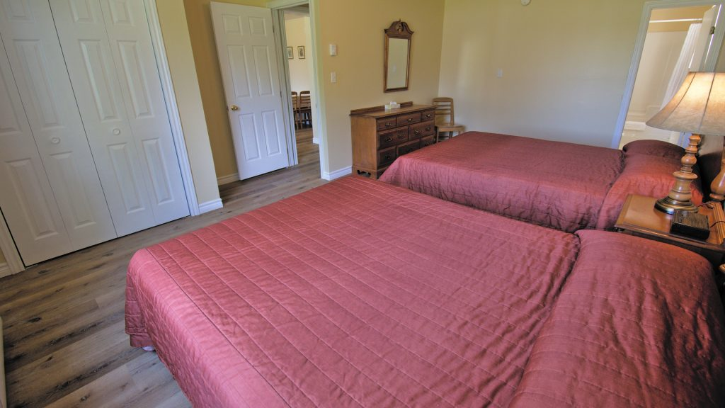 #18 Stand-Alone Cottage - Bedroom