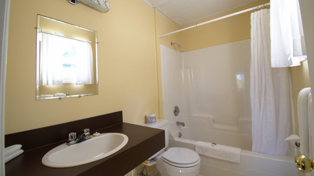 #18 Stand-Alone Cottage - Bathroom